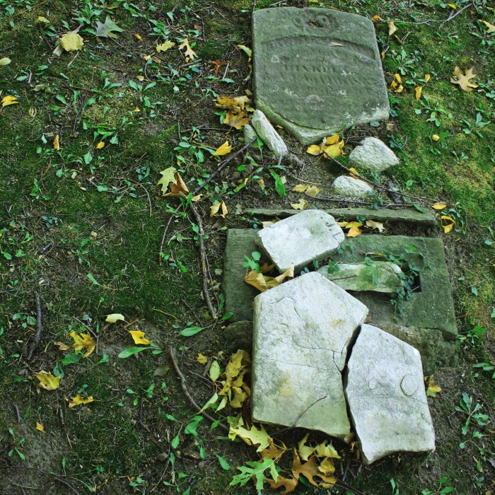 Binkley Hallow Cemetery, Hamilton (Ont). Photo by @erskinec