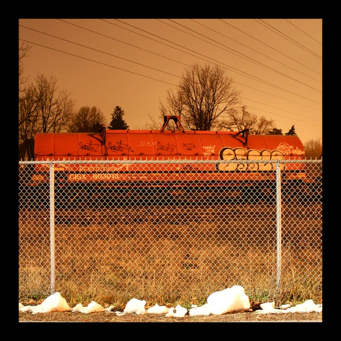 Red Tank Car, Hamilton (Ont). Photo by @erskinec