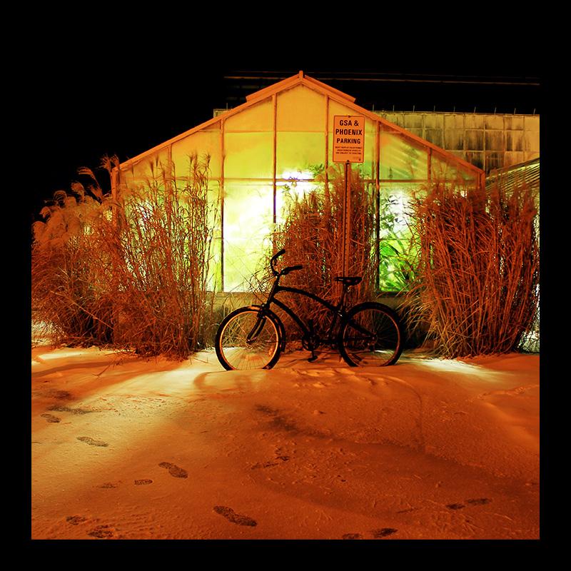 Greenhouse Bike, Hamilton (Ont). Photo by @erskinec
