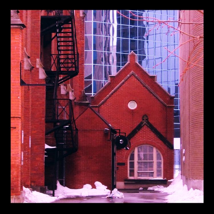 The Centenary Church, Hamilton (Ont). Photo by urban landscape artist @erskinec
