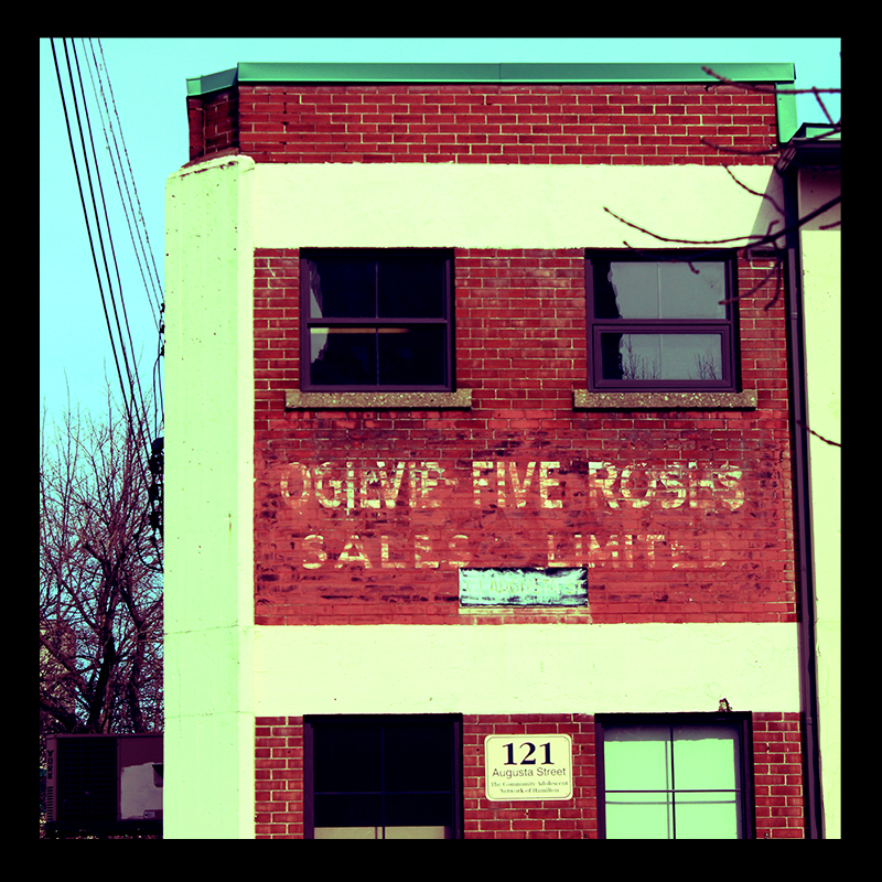 Five Roses in Corktown, Hamilton (Ont). Photo by @erskinec