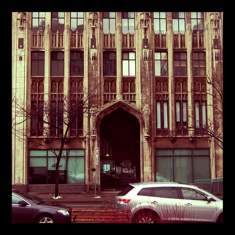 Pigott Building, Hamilton (Ont). Photo by @erskinec